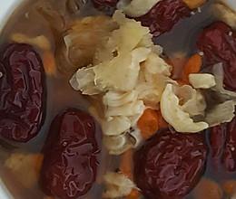红枣枸杞子雪耳炖花胶的做法