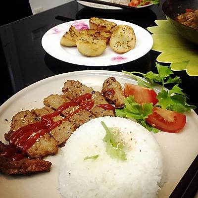 【蔡式自制】小西餐# 番茄猪扒饭&奶油黑椒烤土豆