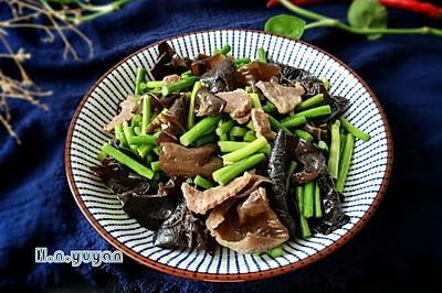 蒜苔木耳炒肉