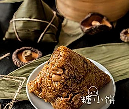 【香菇脆骨卤肉粽】塔形粽包法的做法