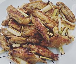 吃完要舔盘的香茅煎鸡翅的做法