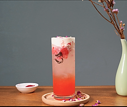 夏季爆款气泡水玫瑰草莓气泡水--气泡水奶盖的做法的做法