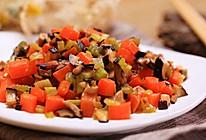 芹菜胡萝卜炒蘑菇丁-迷迭香的做法