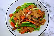 #我要上首焦#腊肉杏鲍菇炒荷兰豆,腊味扑鼻,色香又味美的做法