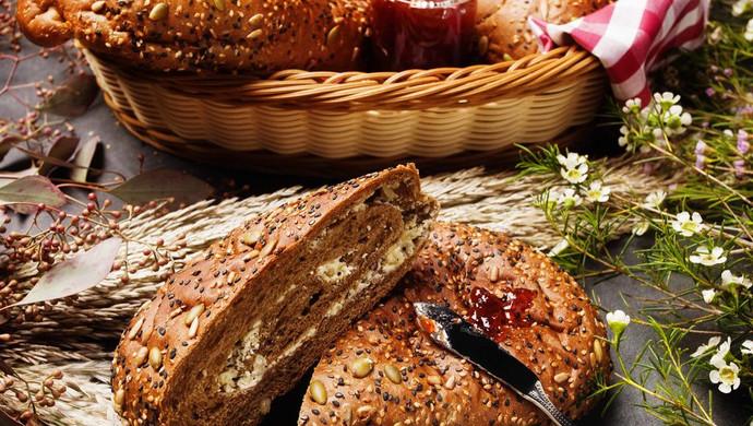 【鹦鹉厨房】原麦山丘主厨原创 - 玫瑰盐芝士软欧面包