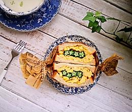 快手早餐秋葵鸡蛋三明治的做法