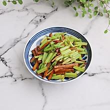 #520,美食撩动TA的心!#芹菜炒豆干
