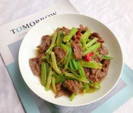 超简单的家常菜|芹菜炒牛肉的做法