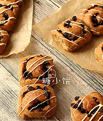 【全麦葡萄干面包卷】