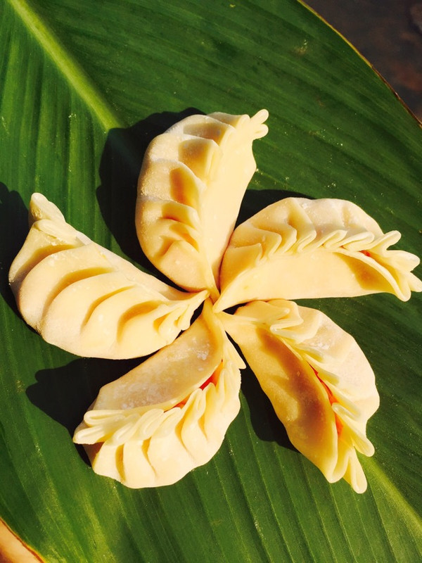 一起来做月牙弯饺子--红萝卜玉米肉饺的做法