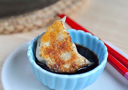藕丁猪肉煎饺的做法