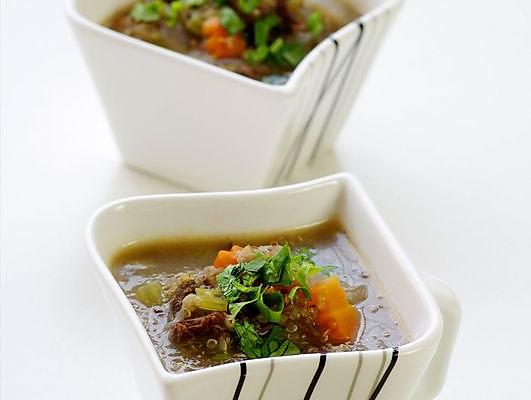 """一碗汤平安度过""""多事之秋"""":驱寒润燥的香芹牛肉藜麦羹的做法"""