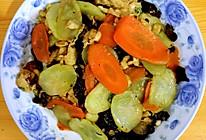 木耳黄瓜胡萝卜炒鸡蛋的做法