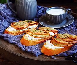 柠香酸奶佐蜂蜜烤梨配法棍面包#10分钟早餐大挑战#的做法