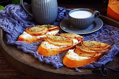 柠香酸奶佐蜂蜜烤梨配法棍面包#10分钟早餐大挑战#