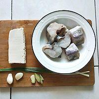 鳕鱼豆腐汤的做法图解1