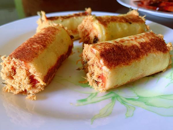 平底锅搞定的高颜值早餐 肉松吐司卷儿的做法