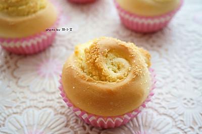 #跨界烤箱 探索味来# 椰蓉花朵面包