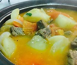 只用一种调料的番茄土豆牛肉汤的做法