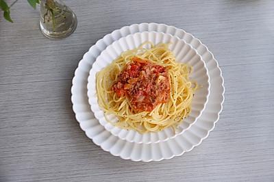 轻食减脂的番茄肉酱意面