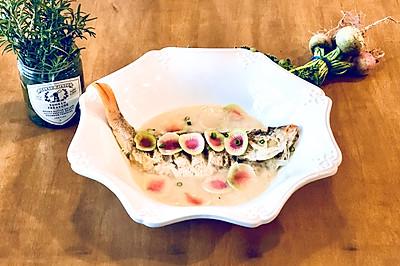双色萝卜丝鲫鱼汤#快手又营养,我家的冬日必备菜品#