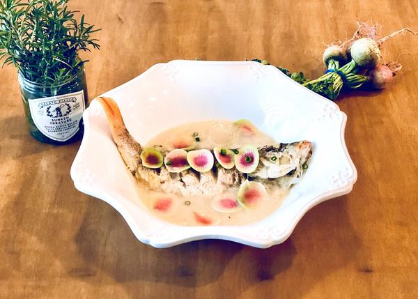 双色萝卜丝鲫鱼汤的做法
