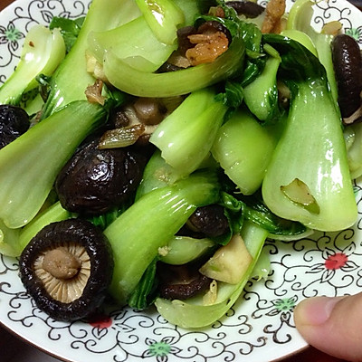 珍珠香菇、干虾仁香炒小油菜