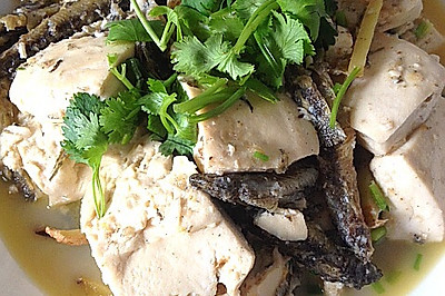 干炸泥鳅闷嫩豆腐——真心鲜吃了忘不了。