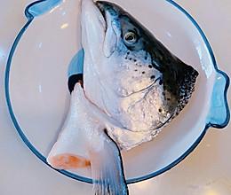 三文鱼头汤的做法