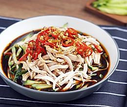 自制开胃凉菜,配火锅很棒——香油手撕鸡的做法