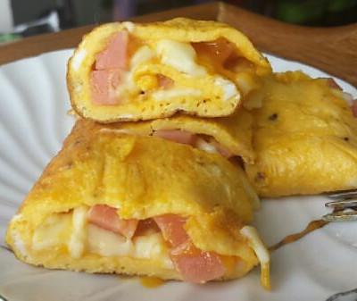 马苏里拉乳酪配火腿鸡蛋卷