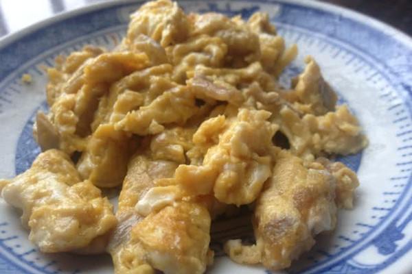 凤尾菇炒蛋的做法