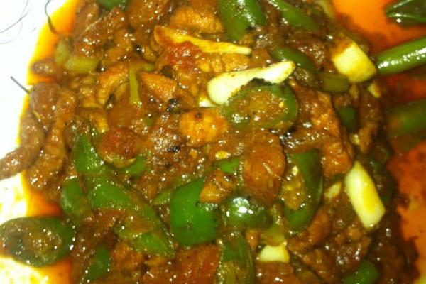 西红柿尖椒肉丝的做法