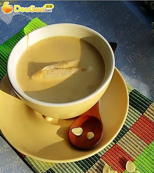 养颜佳品:杏仁奶茶的做法