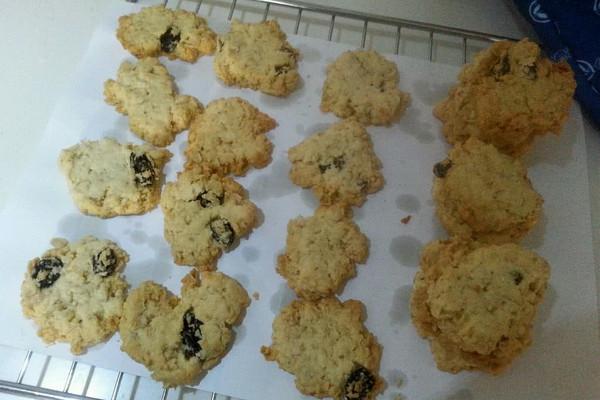 椰蓉燕麦葡萄干小饼的做法
