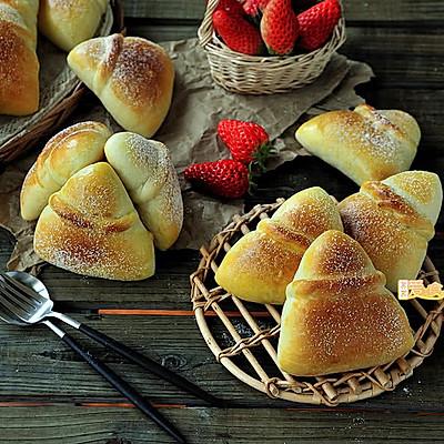 春天草莓季【浪漫草莓乳酪三角包】