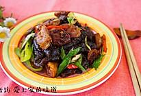 腊肠炒山蕨粑的做法
