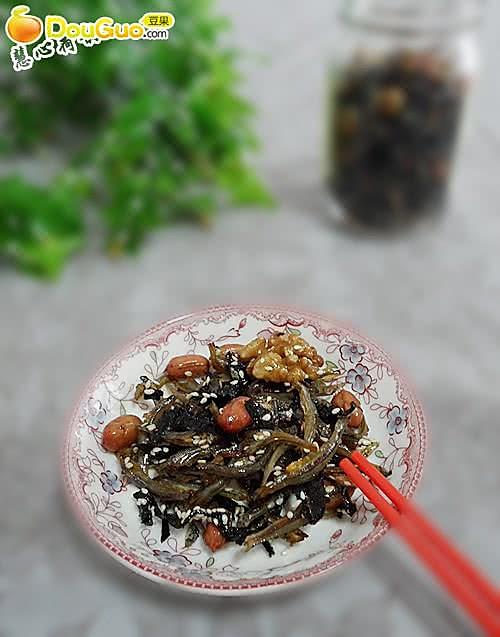 益智补钙少油健康:海苔坚果芝麻小鱼干的做法