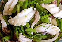 芹菜目鱼的做法