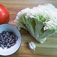 番茄木耳炒菜花#樱花味道#的做法图解1