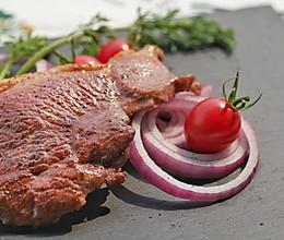 黑胡椒红酒煎羊排的做法