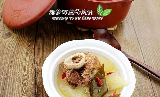 夏天健康喝汤------裙带冬瓜大骨汤