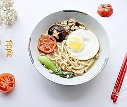 #做道懒人菜,轻松享假期#菌菇汤面的做法