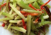 芹菜干子肉丝的做法