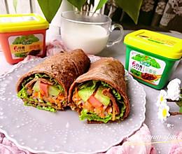 #换着花样吃早餐#健康减脂也能吃的美味全麦面蔬菜卷饼的做法