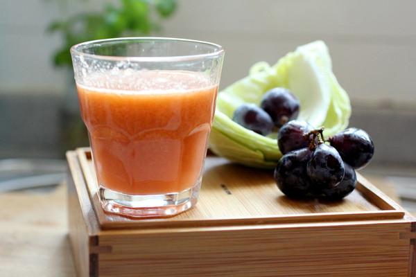 黑提综合蔬果汁的做法