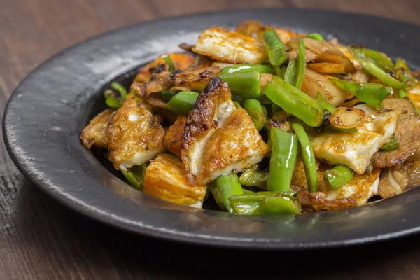 荷包蛋杭椒五花肉,焦嫩下饭味道鲜的做法