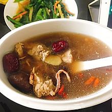 清补-鱿鱼排骨炖汤
