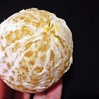 两种方法巧剥橙子的做法图解3