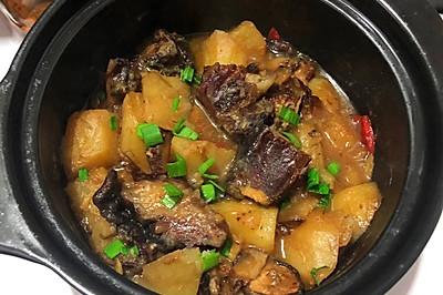 腊排骨土豆煲